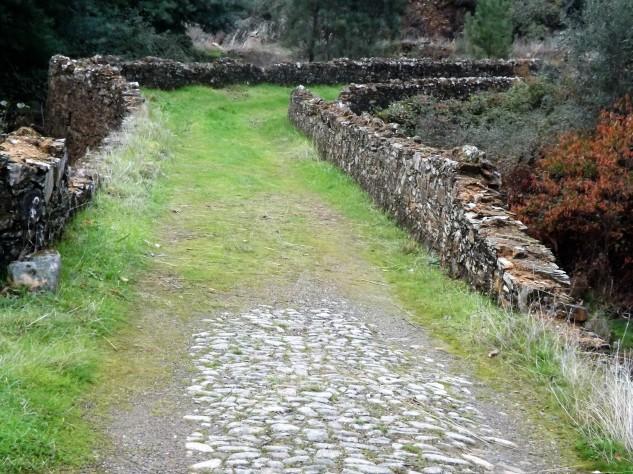 Ponte medieval de Casas-da-Ribeira no Concelho de Mação.