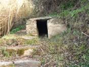 Junto a uma antiga pesqueira, está este pequeno abrigo, usado em tempos por pescadores.
