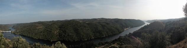No lado esquerdo a ponte de Belver, lá para o fundo à direita fica a barragem que não se vê na foto.