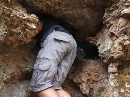 Entrei numa pequena caverna, e hoje posso escrever que apanhei um grande susto pois não estava a contar com o que encontro lá dentro! Morcegos que de rompante se atravessaram à minha frente. Estas coisas fazem bem ao coração (risos).
