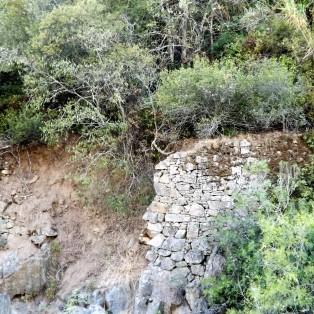 Grandes muros foram ali erguidos em tempos.