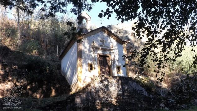 Capela da Nª. Senhora da Lapa construída no séc. XVII pela Ordem do Abade João Cansado. Um edifício classificado como Imóvel de Interesse Público.