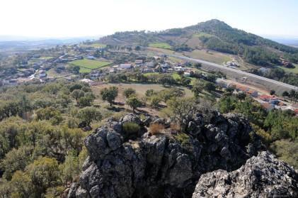 Em pano de fundo o horizonte e a Serra de Figueira que um dia também hei-de explorar. Há uns anos atrás a paisagem era diferente sem o IC a cortar a beleza daqueles campos.