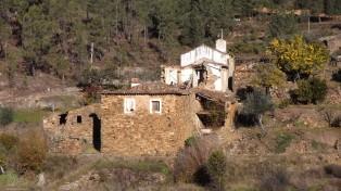 Por este vale fora, são muitas as casas abandonadas.