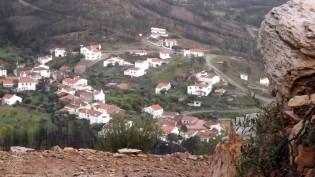 No fundo do vale a aldeia dos Santos - Mação.