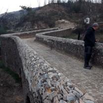 O Gonçalo Lobato a apreciar as obras da ponte...
