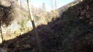 Com a ribeira murada nas duas margens daqui para cima, começamos a subir a encosta.