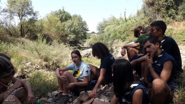O dia estava quente e qualquer sombra servia de abrigo. Ao chegar à ribeira de Boas Eiras uma pausa.