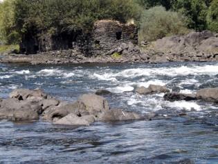 De qualquer forma o Arlindo esqueceu-se da mala dele a montante do canal, pelo que subimos o rio uma segunda vez e aproveitamos para também descer pela zona mais movimentada do rio.