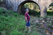 Mais abaixo a ponte que um dia terá sido romana e que atravessa a ribeira de Eiras.